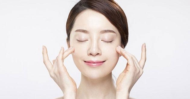 Sở hữu làn da không tuổi với 5 động tác massage đơn giản có thể thực hiện tại văn phòng