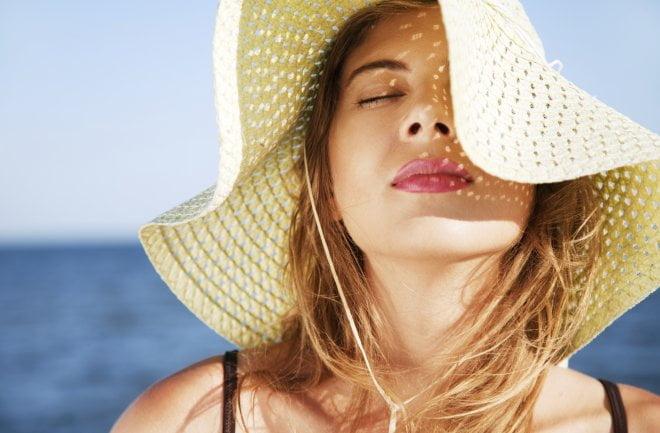 Gợi ý cách phục hồi tóc hư tổn và bảo vệ tóc trong ngày nắng nóng