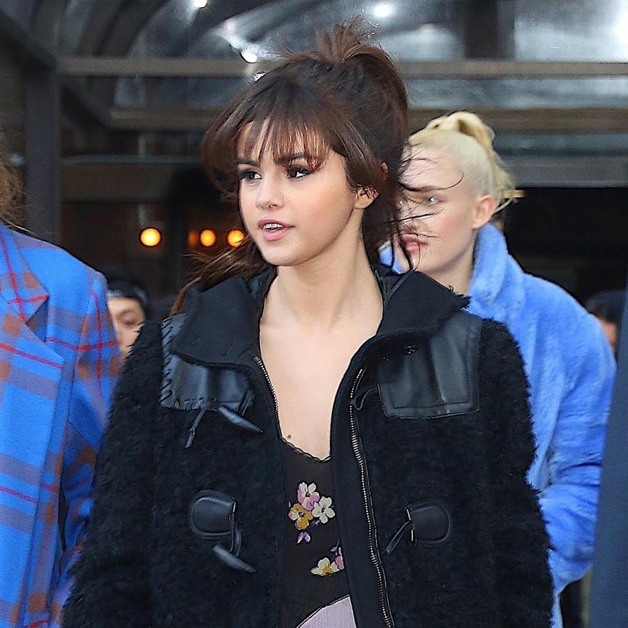 Selena Gomez sở hữu visual xinh đẹp cân đủ kiểu tóc mái, ngắm là muốn đu theo